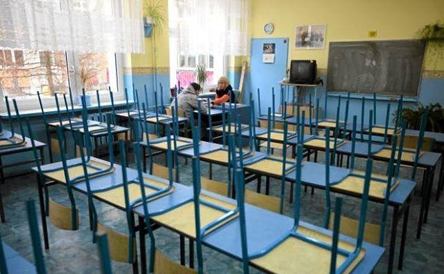 Ustawa nakłada na nauczycieli 40h tydzień pracy