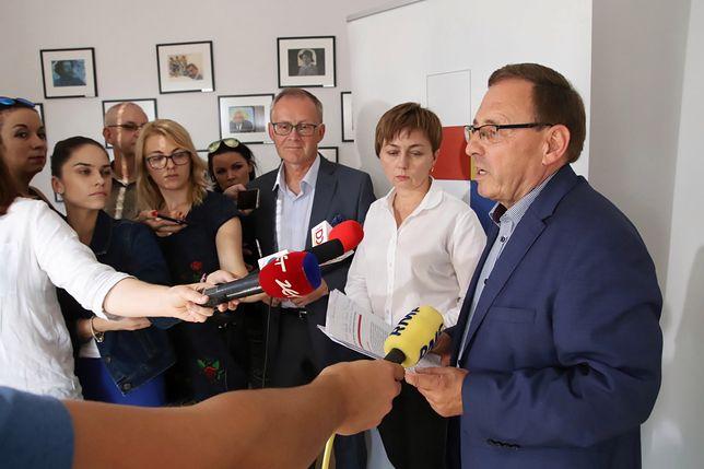 Poseł MN Ryszard Galla oraz członek zarządu Towarzystwa i wicemarszałek województwa opolskiego Roman Kolek