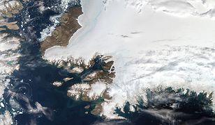 Zdjęcie satelitarne północno-zachodniej części Grenlandii. Pituffik, Grenlandia, 12.08.2019 r.