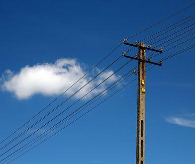 Śląskie. Ponad tysiąc odbiorców bez prądu z powodu silnego wiatru