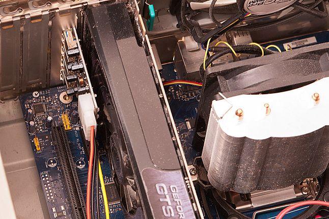 widok kontrolera we wnętrzu komputera