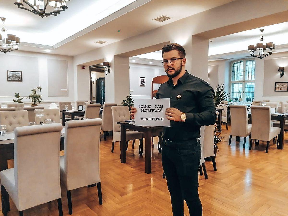 Obostrzenia w Polsce. Dawid Zmyślony (na zdjęciu) z Black Dave Restaurant zdecydował się otworzyć swoją restaurację.