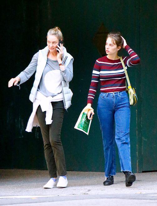 Uma Thurman wzięła córkę na zakupy. Maya to skóra zdjęta z mamy