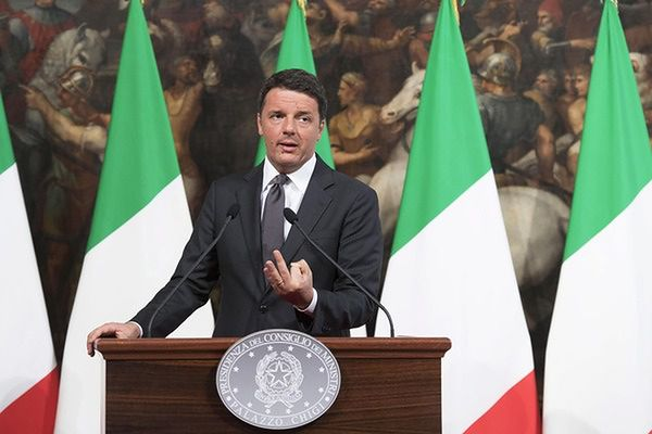 Premier Włoch grozi wetem do unijnego budżetu za imigrantów