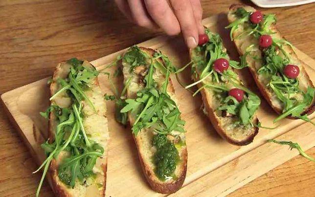 Zapiekanka z serem pleśniowym i gruszkami