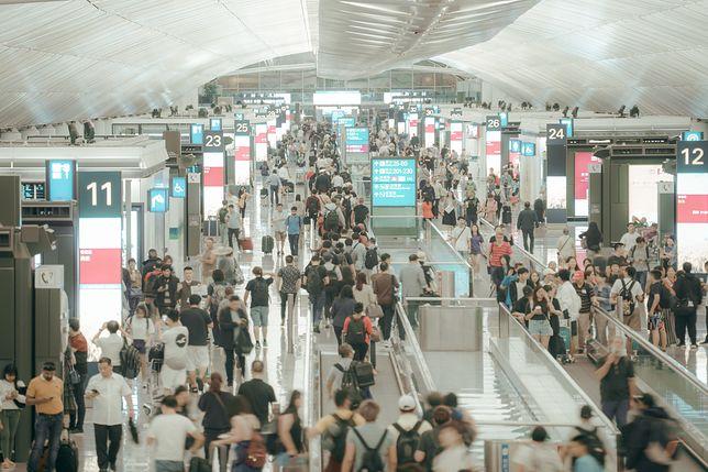 Takich tłumów na lotniskach już dawno nie było. Czy taki widok jeszcze powróci?