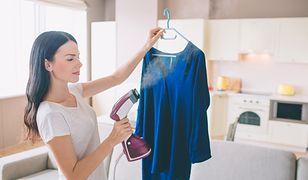 Parownicą możesz odświeżyć i wyprasować delikatną bluzkę