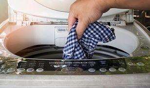 Pralka wirnikowa skutecznie wypierze lekko zabrudzone ubrania