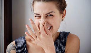 Powodów brzydkiego zapachu w domu może być wiele. Jak zlokalizować winowajcę?