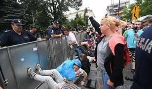 """""""Kopany"""" protest przed Sejmem. Tak ludzie zareagowali na przegłosowanie ustawy o SN"""