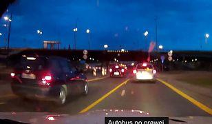 Kierowca z białego BMW kpi sobie z policji