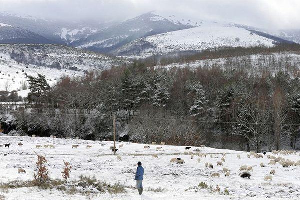 Pierwsza śnieżyca w hiszpańskich Pirenejach