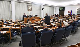 Senat przyjął uchwałę upamiętniającą zamordowanie prezydenta Pawła Adamowicza w wersji zaproponowanej przez PiS