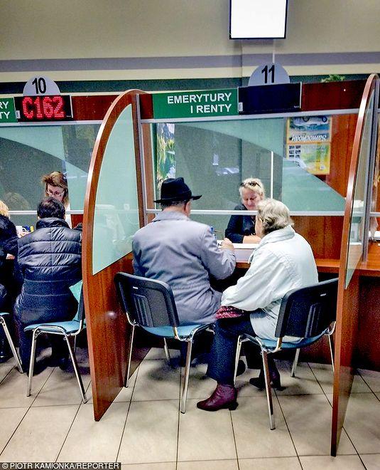 166,6 tys. osób w Polsce pobiera emeryturę poniżej 1 tys. zł