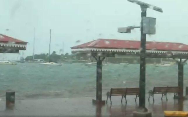 Huragan Irma widziany oczami kamery na wyspie Saint Croix.