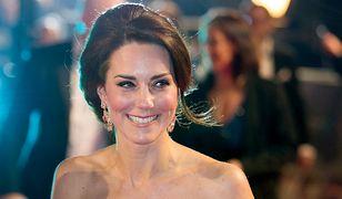 LOOK OF THE DAY: Kate Middleton w sukni Alexandra McQueena