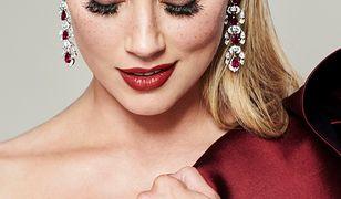 Amber Heard podkreśliła usta czerwoną szminką