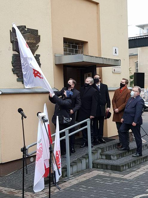 Warszawa. Na budynku muzeum uroczyście odsłonięto tablicę