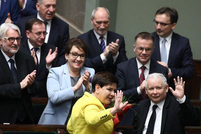 Jarosław Kaczyński przygotował gwiazdkowy prezent dla posłów PiS? Zwolnił ich z grudniowej składki na rzecz partii.