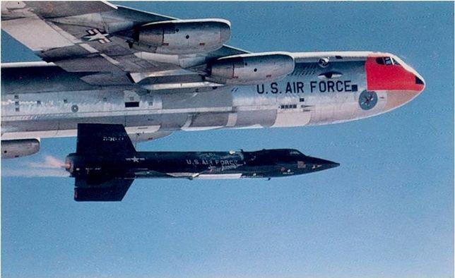 Bombowce B-52 w grupie uderzeniowej na Bliskim Wschodzie