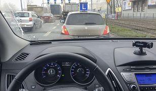 Obecnie za jazdę samochodem bez prawa jazdy grozi do 5 tys. zł grzywny. Nie ma znaczenia, kto siedzi na fotelu pasażera