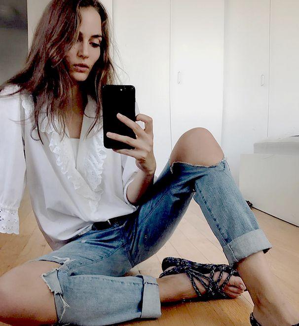 Pomysł na wakacyjny look: biała koszula romantyczki + jeansy