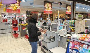 Kasy samoobsługowe z powodzeniem działają w różnych sieciach handlowych, np. Tesco i Carrefour