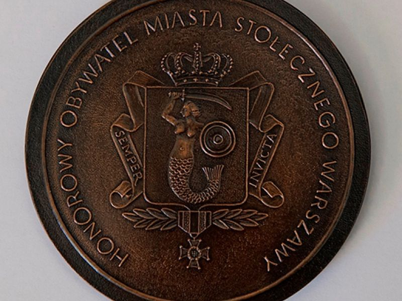 Warszawa. Czy tytuł honorowego obywatela można zabrać komuś, kto na niego nie zasluguje - nad tym zastanawiali się radni stołeczni w czawrtek