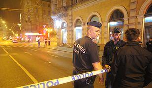 Zamachowiec ranił dwóch policjantów w centrum Budapesztu (na zdj. kordon wokół miejsca zamachu)