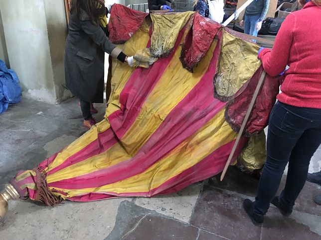 Zawinięty w dywan przetrwał wojnę. Niesamowite odkrycie w klasztorze w Gdańsku