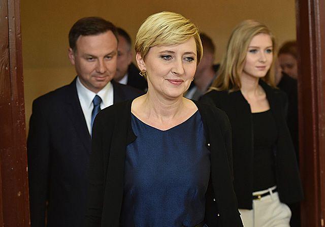 Ona stoi za Andrzejem Dudą - zdjęcia