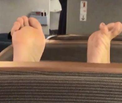 W czasie podróży szanujmy naszych współpasażerów i pozostańmy w butach