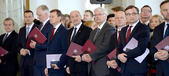 Nagrody przyznawane corocznie ministrom od lat budzą sporo kontrowersji. Zwłaszcza wśród posłów opozycji i byłych ministrów, którzy kiedyś je otrzymali