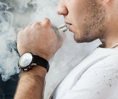Nastolatki z uszkodzonymi płucami po e-papierosach. GIS wprowadza zmiany