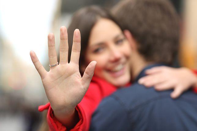 Pokazała pierścionek zaręczynowy. Internauci ją wyśmiali