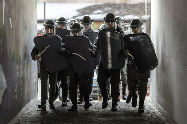 Inscenizacja działań PRL-owskich służb bezpieczeństwa w ramach obchodów 32. rocznicy wprowadzenia stanu wojennego w Lublinie