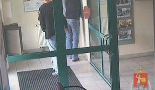 Zmuszali do wypłat pieniędzy z bankomatu