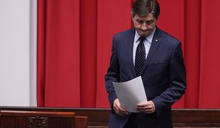 Marek Kuchciński dba o spokój szatniarza i ministrów, którzy mogą uciec przed pytaniami