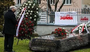 Warszawa. Jarosław Kaczyński złożył kwiaty przed pomnikiem ks. Jerzego Popiełuszki