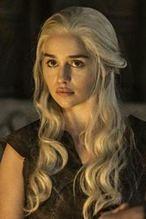 """""""Gra o tron"""", odcinek 4 sezon 6, 15.05.2016: Emilia Clarke żałuje, że oglądała swoją nagą scenę z rodzicami"""