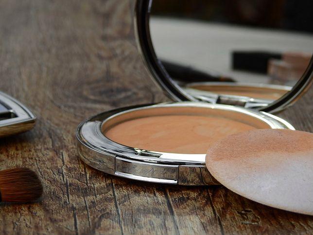 Puder w kamieniu wciąż jest jednym z najczęściej używanych kosmetyków