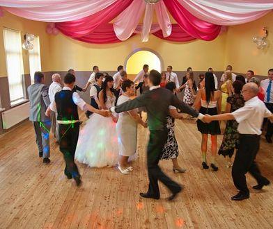 Marta i Tomek swoje wesele urządzili w remizie