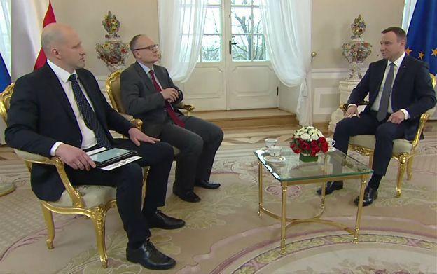 Prezydent Andrzej Duda o teczkach: trzeba postawić pytanie, czy te dokumenty nie kształtowały politycznej rzeczywistości w kraju