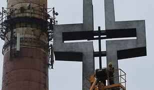 Katowice. Z pomnika przy kopalni Wujek zniknął drewniany krzyż. Dlaczego?