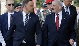 Prezydent Andrzej Duda i minister obrony narodowej Antoni Macierewicz podczas obchodów Święta Wojska Polskiego w Warszawie
