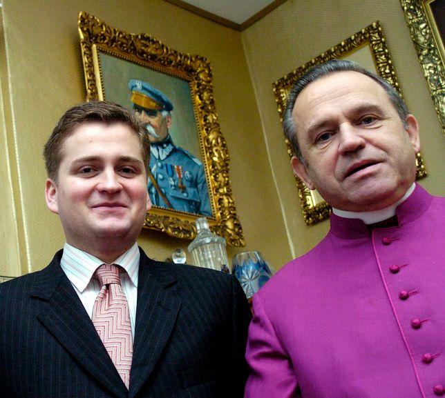 Mariusz Olchowik z ks. Henrykiem Jankowskim