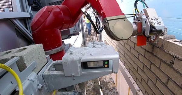 Poznajcie Sama - robota, który może w przyszłości odebrać pracę murarzom. To wideo pokazuje, jak działa