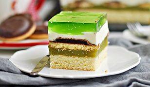 Ciasto Shrek z delicjami i sokiem owocowym. Dzieci będą zachwycone