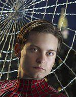 Reeve Carney śpiewającym Spider-Manem