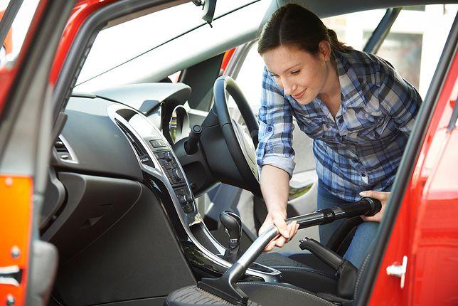 Cena czyszczenia tapicerki samochodowej jest zależna od wielu czynników, m.in. od koloru obicia